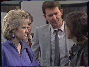 Daphne Clarke, Des Clarke, Kelly Morgan in Neighbours Episode 0385