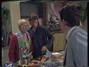 Eileen Clarke, Mike Young, Des Clarke in Neighbours Episode 0385