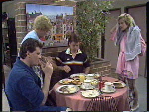 Des Clarke, Eileen Clarke, Mike Young, Daphne Clarke in Neighbours Episode 0386