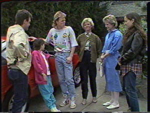 Daphne Clarke, Helen Daniels, Kelly Morgan, Lucy Robinson, Paul Robinson, Scott Robinson in Neighbours Episode 0386