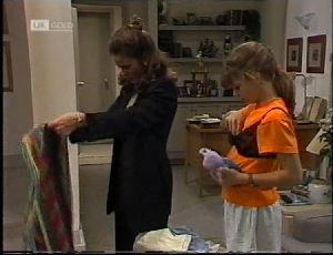 Julie Robinson, Hannah Martin in Neighbours Episode 2183