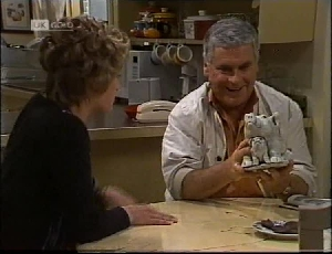 Danni Stark, Lou Carpenter in Neighbours Episode 2183