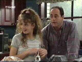 Hannah Martin, Philip Martin in Neighbours Episode 2595