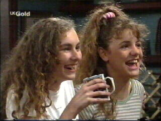 Debbie Martin, Hannah Martin in Neighbours Episode 2595