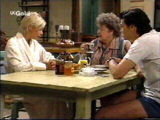 Joanna Hartman, Marlene Kratz, Sam Kratz in Neighbours Episode 2613