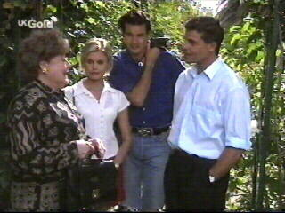 Marlene Kratz, Joanna Hartman, Sam Kratz, Rob Evans in Neighbours Episode 2613