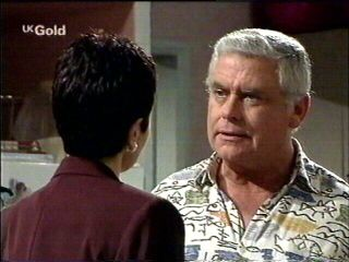 Carol Maitland, Lou Carpenter in Neighbours Episode 2952