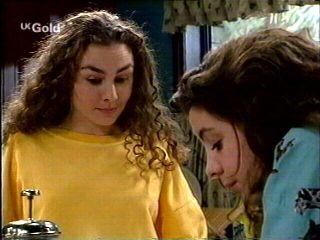 Debbie Martin, Hannah Martin in Neighbours Episode 2959