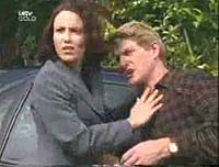 Mike Healy, Libby Kennedy in Neighbours Episode 3260