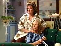 Lyn Scully, Steph Scully in Neighbours Episode 3562