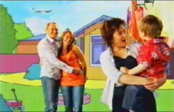 Max Hoyland, Steph Scully, Lyn Scully, Oscar Scully in Neighbours Episode 4876