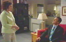 Lyn Scully, Paul Robinson in Neighbours Episode 4882