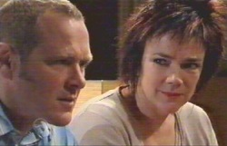 Lyn Scully, Max Hoyland in Neighbours Episode 4884