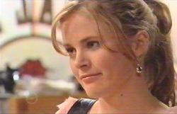 Elle Robinson in Neighbours Episode 4885