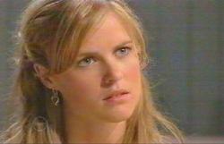 Elle Robinson in Neighbours Episode 4888