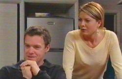 Paul Robinson, Izzy Hoyland in Neighbours Episode 4888