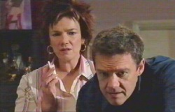 Lyn Scully, Paul Robinson in Neighbours Episode 4889