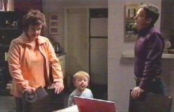 Lyn Scully, Oscar Scully, Paul Robinson in Neighbours Episode 4891