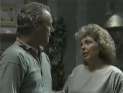 Jim Robinson, Beverly Marshall in Neighbours Episode 0998