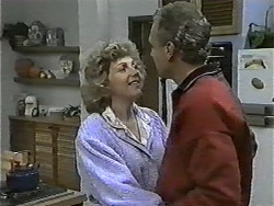 Beverly Robinson, Jim Robinson in Neighbours Episode 0998
