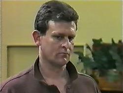 Des Clarke in Neighbours Episode 0998
