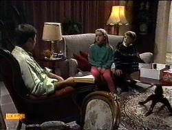 Joe Mangel, Katie Landers, Toby Mangel in Neighbours Episode 0999