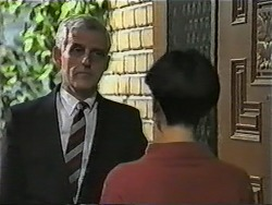Kenneth Muir, Hilary Robinson in Neighbours Episode 1002