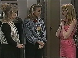 Sharon Davies, Bronwyn Davies, Melanie Pearson in Neighbours Episode 1078