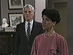 Kenneth Muir, Hilary Robinson in Neighbours Episode 1080