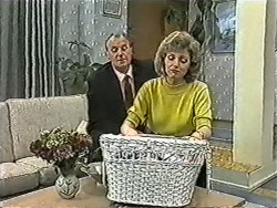 Jim Robinson, Beverly Marshall in Neighbours Episode 1082