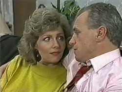 Beverly Marshall, Jim Robinson in Neighbours Episode 1082