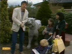 Joe Mangel, Sky Mangel, Lochy McLachlan, Kerry Bishop in Neighbours Episode 1093