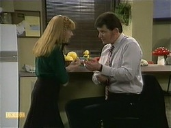Melanie Pearson, Des Clarke in Neighbours Episode 1106