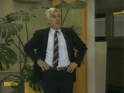 Kenneth Muir in Neighbours Episode 1106