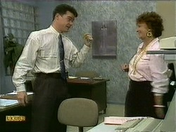 Paul Robinson, Gloria Lewis in Neighbours Episode 1107