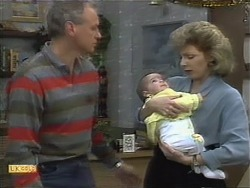Jim Robinson, Baby Rhys, Beverly Robinson in Neighbours Episode 1112