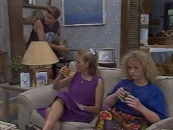 Nick Page, Bronwyn Davies, Sharon Davies in Neighbours Episode 1113