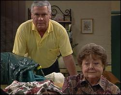 Lou Carpenter, Marlene Kratz in Neighbours Episode 2733