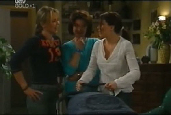 Steph Scully, Lyn Scully, Libby Kennedy in Neighbours Episode 4108
