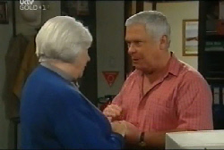 Rosie Hoyland, Lou Carpenter in Neighbours Episode 4108