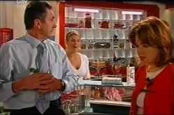 Karl Kennedy, Izzy Hoyland, Lyn Scully in Neighbours Episode 4401