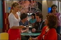 Izzy Hoyland, Lyn Scully in Neighbours Episode 4401
