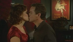 Rebecca Napier, Paul Robinson in Neighbours Episode 5761
