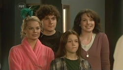 Donna Freedman, Harry Ramsay, Sophie Ramsay, Kate Ramsay in Neighbours Episode 5761