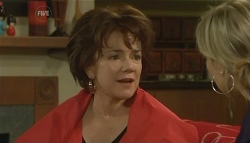 Lyn Scully, Steph Scully in Neighbours Episode 5762