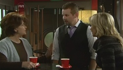 Lyn Scully, Toadie Rebecchi, Steph Scully in Neighbours Episode 5763