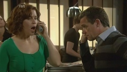 Rebecca Napier, Paul Robinson in Neighbours Episode 5769