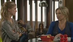 Elle Robinson, Steph Scully in Neighbours Episode 5773