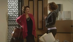 Lyn Scully, Rebecca Napier in Neighbours Episode 5774