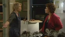 Steph Scully, Lyn Scully in Neighbours Episode 5774